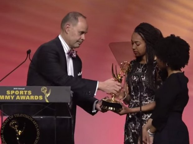 TNT's Ernie Johnson Gives His Emmy to Daughters of Stuart Scott (Watch)