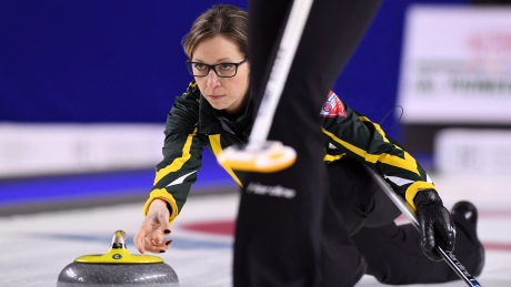 Krista McCarville wins to enter 4-way tie for 1st at Olympic curling pre-trials