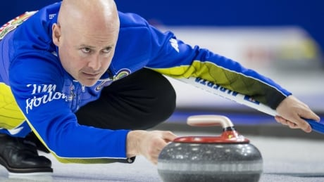 Alberta's Kevin Koe alone in 1st at Canadian men's curling championship