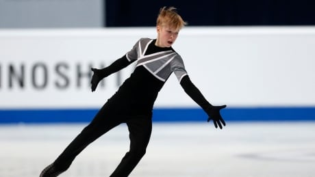 Canada's Stephen Gogolev skates to 5th place at world juniors