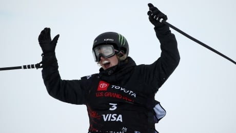 Cassie Sharpe tops podium at Mammoth Mountain ski halfpipe